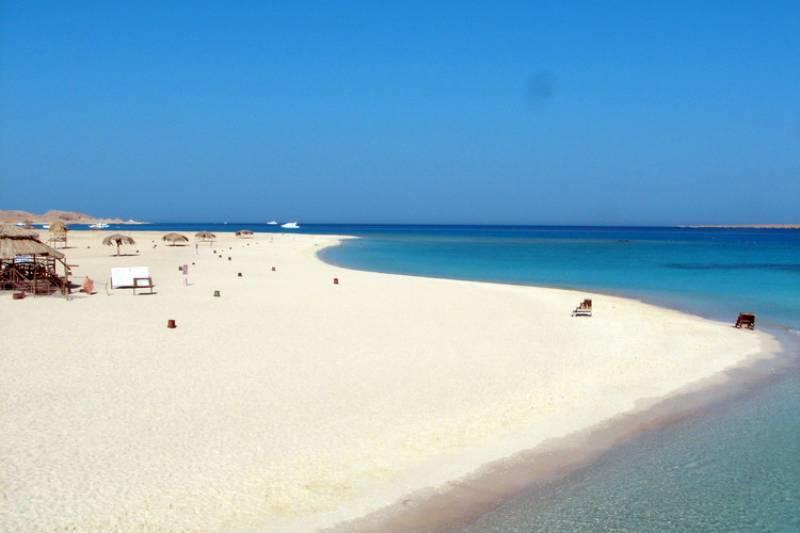 Egypt Luxury Travel Program: 12 Days in Cairo, Giza, Luxor, Aswan, Edfu and Hurghada