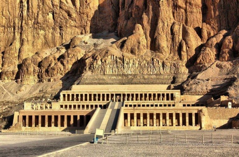 Day Tour in Valley of the Kings, Hatshepsut and Colossi of Memnon