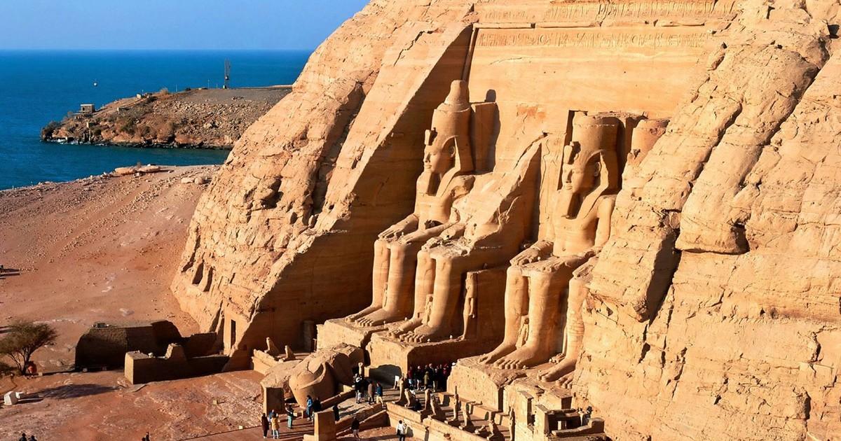 Day Road Trip to Abu Simbel in Aswan